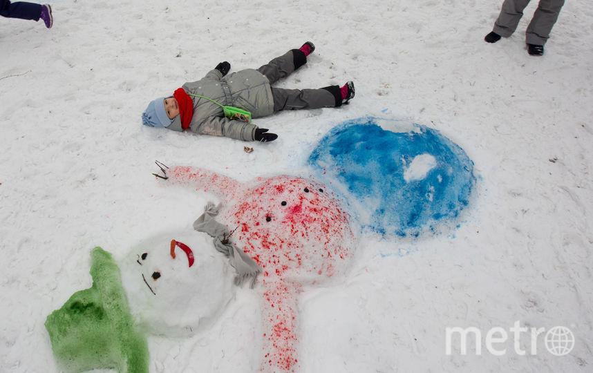 Гости фестиваля могли отдохнуть рядом со снежными героями. Фото Василий Кузьмичёнок