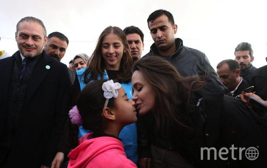 Анджелина Джоли в лагере беженцев. Фото Getty
