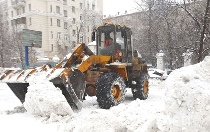 Cнегопады идут на город.