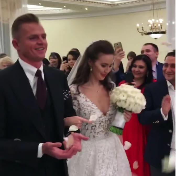 Дмитрий Тарасов и Анастаися Костенко обвенчались, фотоархив. Фото Скриншот видео.