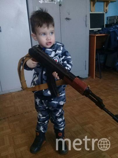 Мой сын с деревянным автоматом 2,10 Игорь Богонюк Ирина Борисовна.