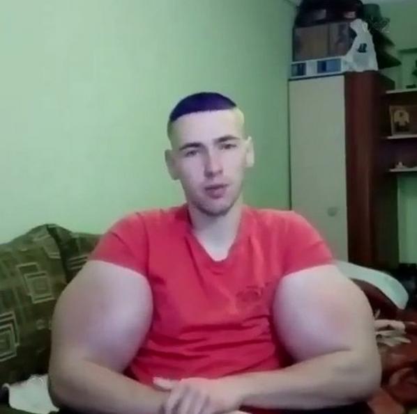 "Кирилл ""руки-базуки"" Терешин. Он же ""мистер Синтол"". Фото Скриншот Instagram: @s_1_a_k_e_r_"