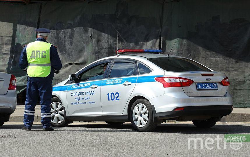 В Москве стоявшего впробке водителя оштрафовали занеправильную парковку. Фото Василий Кузьмичёнок