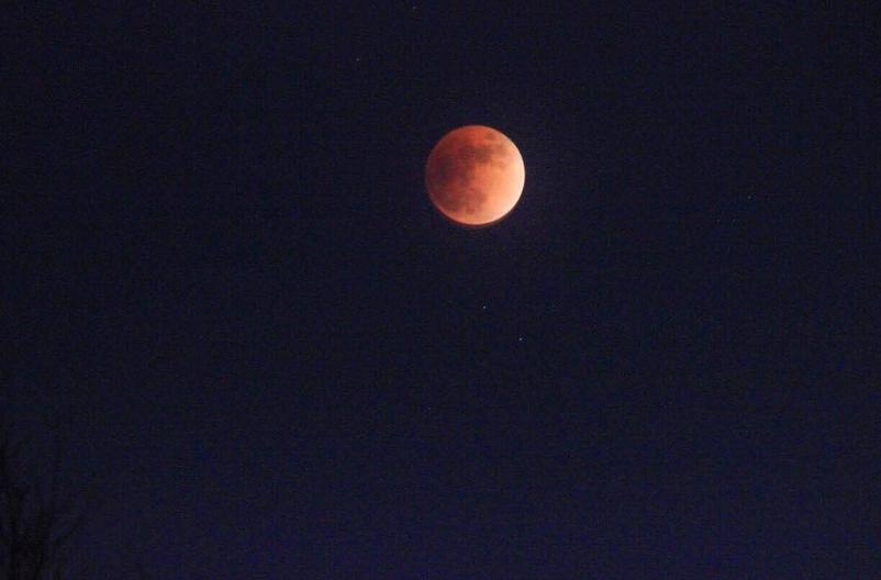 Полнолуние и затмение луны в Петербурге. Фото Скриншот instagram.com/hyperate/