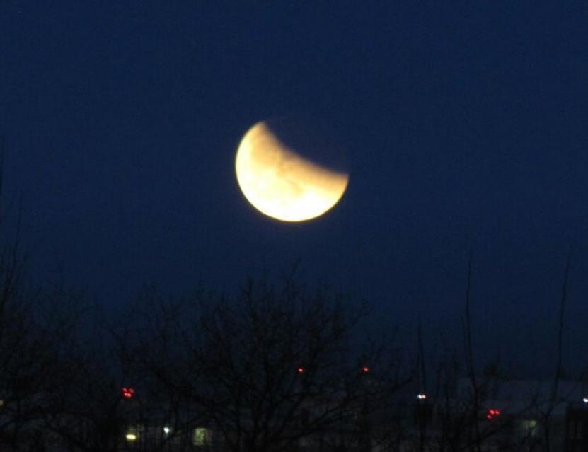 Полнолуние и затмение луны в Петербурге. Фото Скриншот Instagram