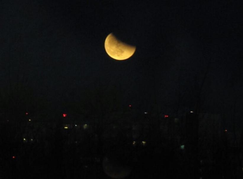 Полнолуние и затмение луны в Петербурге. Фото Скриншот instagram.com/buretsdaniil2313/