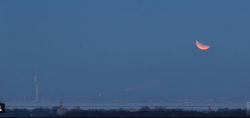 Полнолуние и затмение луны в Петербурге. Фото Скриншот instagram.com/ole4kru/