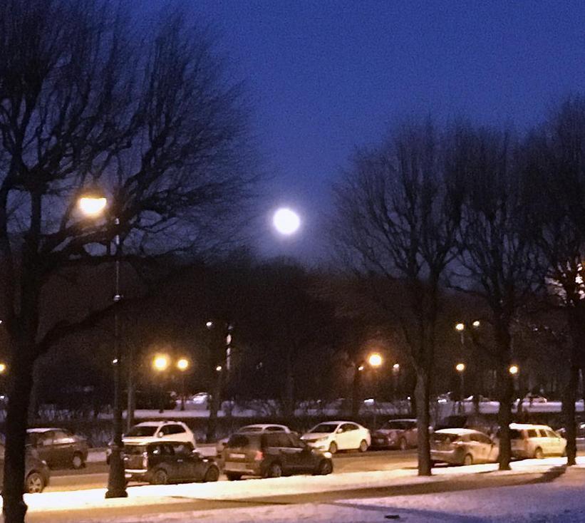 Полнолуние и затмение луны в Петербурге. Фото Скриншот instagram.com/mikdemidov/