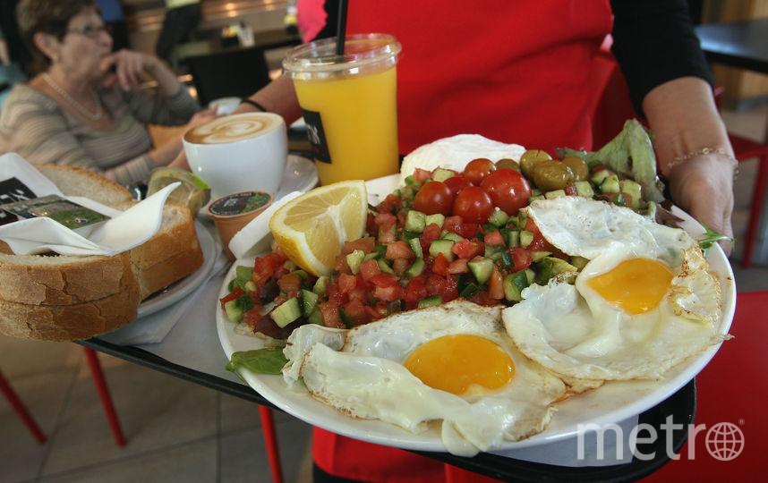 Чтобы компенсировать нехватку витамина D, сыра и яиц будет недостаточно. Фото Getty