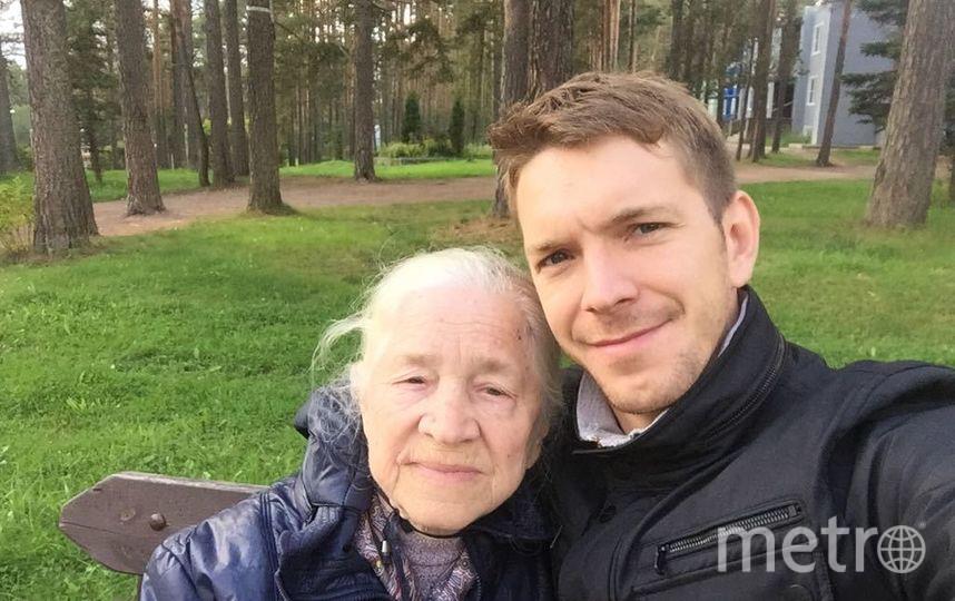 Алексей Маетный с бабушкой, фотоархив. Фото Предоставлено Алексеем Маетным.