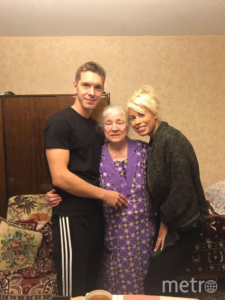 Алексей Маетный с супругой и бабушкой, фотоархив. Фото Предоставлено Алексеем Маетным.