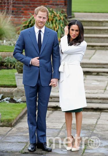 Объявление о помолвке Белое пальто бренда Line the Label с обувью одного из самых значимых брендов – Aquazzura. Фото Getty