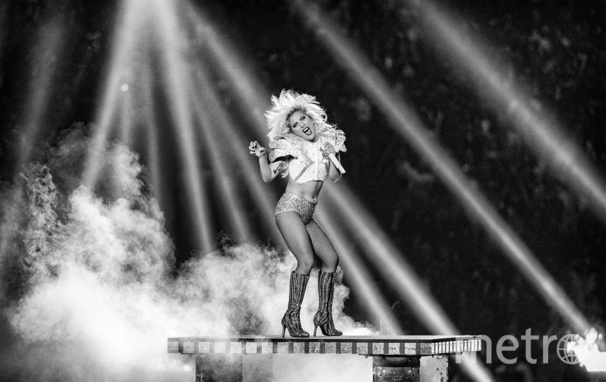 Леди Гага отменила 10 выступлений своего турне из-за сильных болей