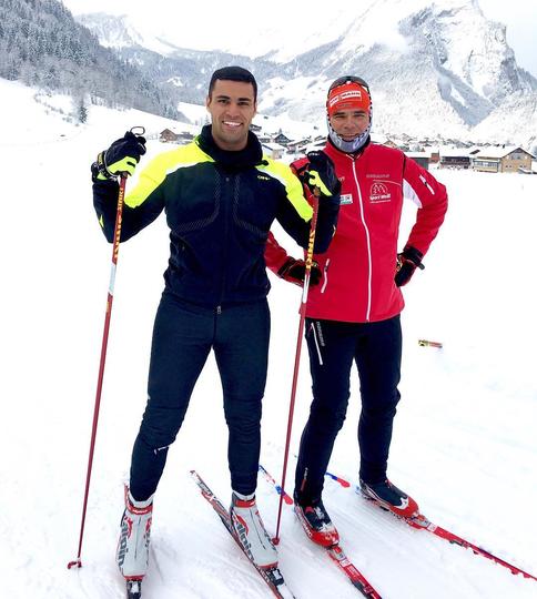 Готовиться к стартам лыжнику помогала команда. Фото Instagram.com/pita_tofua