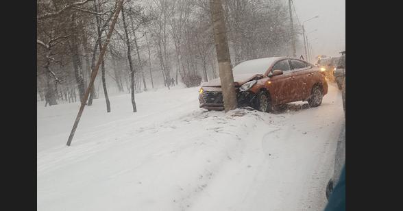 Авария на Петергофском шоссе. Фото Скриншот видео https://vk.com/spb_today