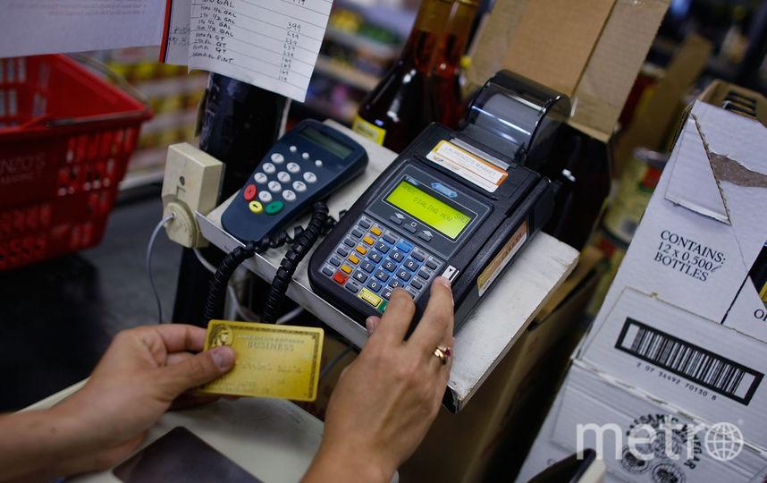 Наличные можно будет снимать на кассах российских магазинов. Фото Getty
