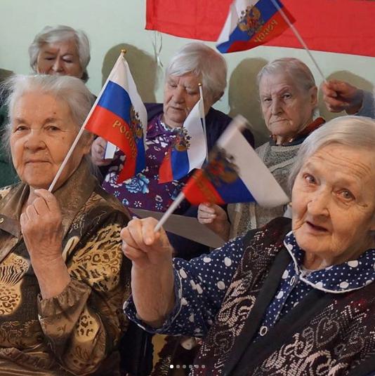 Во время исполнения гимна Российской Федерации. Фото www.instagram.com/residence.obereg