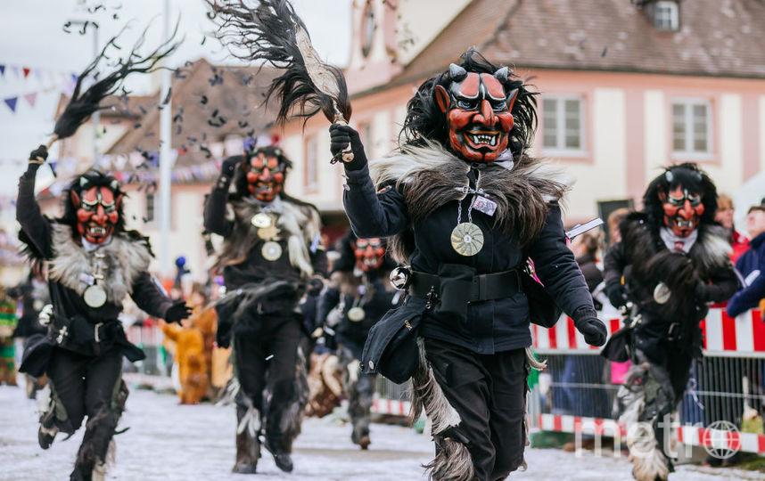 "Участники карнавала ""Фастнахт"" в Германии. Фото Getty"