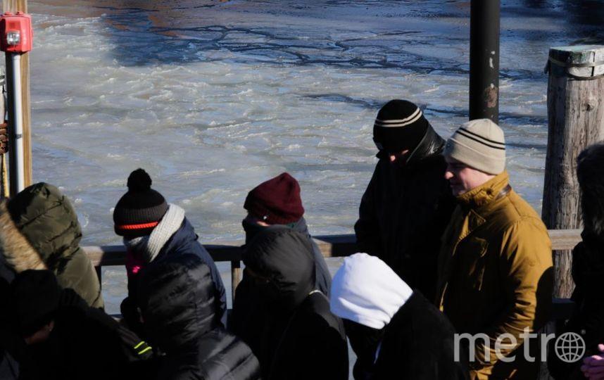 В Эстонии микроавтобус с людьми провалился под лёд. Фото Getty