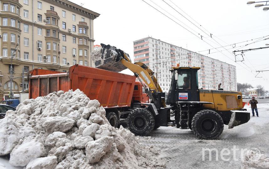 """Уборка снега в Москве. Фото Василий Кузьмичёнок, """"Metro"""""""
