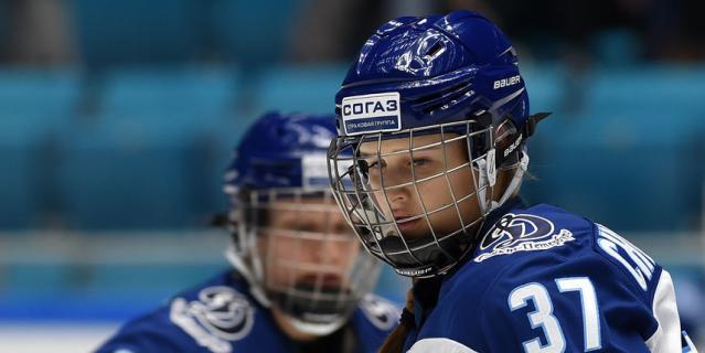 Анастасия Чистякова, справа.