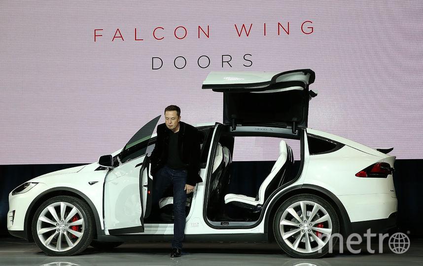 Илон Маск и новая модель электромобиля Tesla. Фото Getty