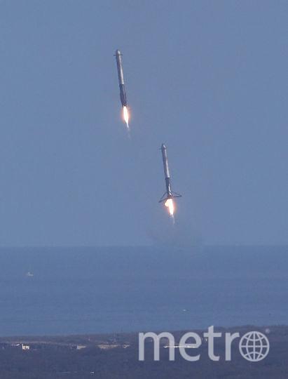 Приземление ускорителей ракеты Falcon Heavy. Фото Getty