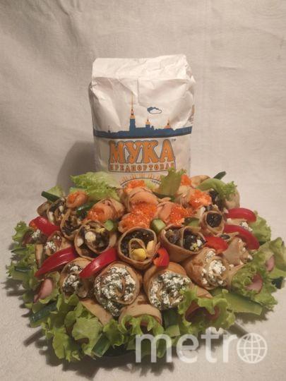 Начинки: С ветчиной и листовым салатом; с творогом и шпинатом; грибами и яйцом; с красной рыбой и икрой.  Гусева Екатерина.