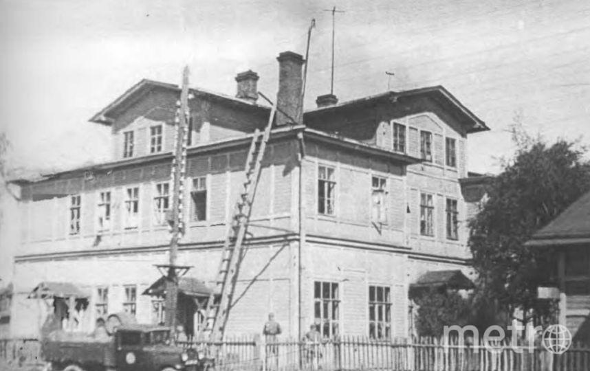 Деревянное здание Сестрорецкого вокзала в 1940-х годах. Фото КГИОП gov.spb.ru