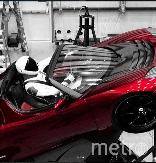 Илон Маск запустил красный родстер Tesla со Стармэном за рулем. Фото https://www.instagram.com/