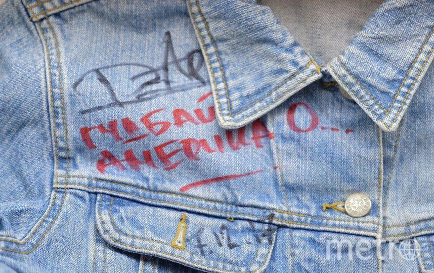 """Основатель музея Рустем Валиахметов начал собирать """"знаменитые"""" джинсы много лет назад. Фото Алена Бобрович, """"Metro"""""""