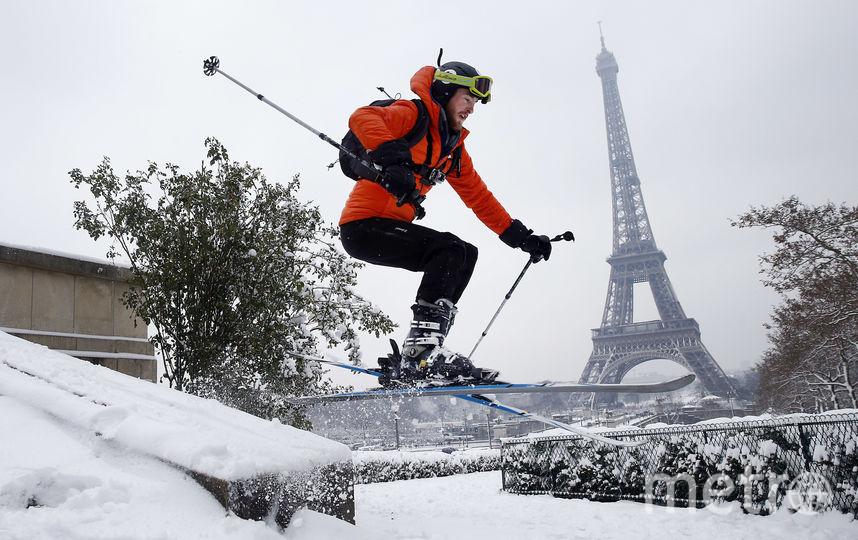 В Париже выпал снег. Но французы не унывают. Фото Getty