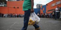 Венесуэльцы заменили деньги куриными яйцами