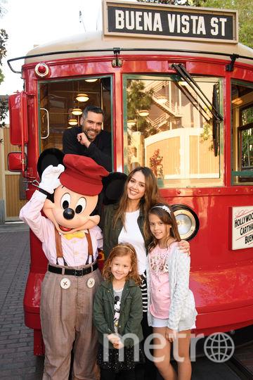 Джессика Альба с мужем и дочерьми. Фото Getty