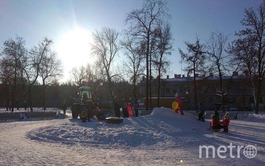 Маленькие петербуржцы отбили снежную горку у коммунальщиков. Фото Центральный район за комфортную среду обитания.