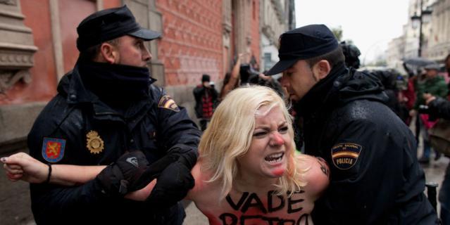 Активистки Femen регулярно устраивают акции - с 2013 года.