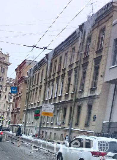 Сосульки в Петербурге. Тульская ул., д.2.