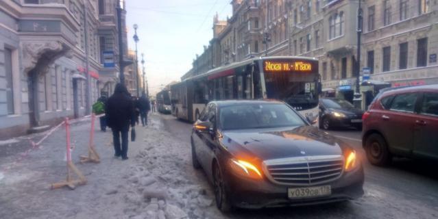 Сосульки в Петербурге.