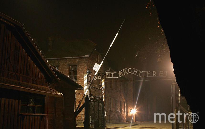 """Вход в бывший концлагерь в Освенциме со слоганом """"Труд освобождает"""". Фото Getty"""