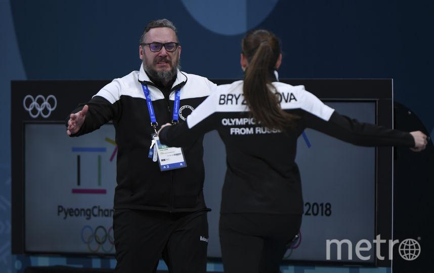 Анастасия Брызгалова мчится к тренеру. Фото AFP