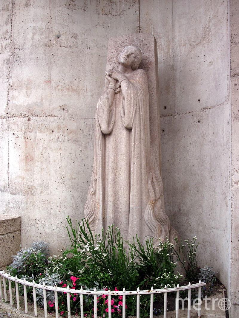 Памятник у места казни Жанны.