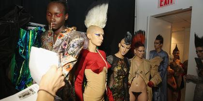 Голые, странные и безумные: Самые яркие наряды New York Fashion Week. Фото Getty