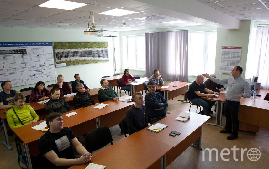 Большинство сотрудников учат английский в центре с нуля: в школе они изучали другой язык. Фото Василий Кузьмичёнок