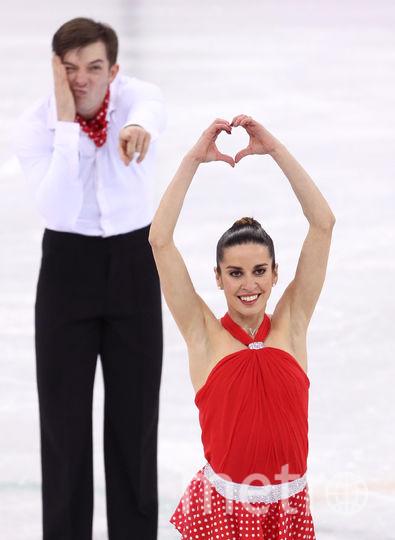 Пары не забыли про День Валентина даже на льду. Валентина Маркеи с Ондржеем Готареком. Фото Getty
