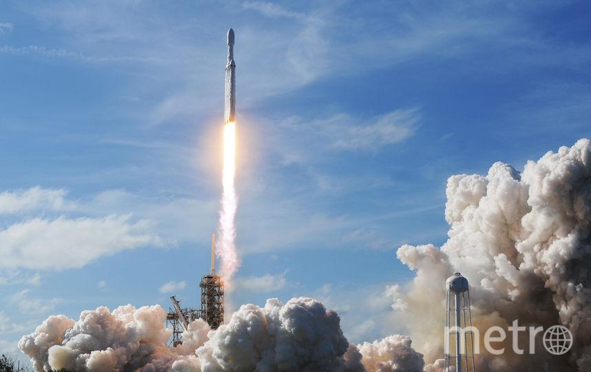 Запуск Falcon Heavy с автомобилем Tesla на борту. Фото AFP