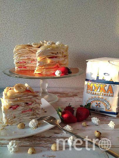 Блинный тортик со сливочно-творожным кремом, клубникой и бананами. Гончарова София.