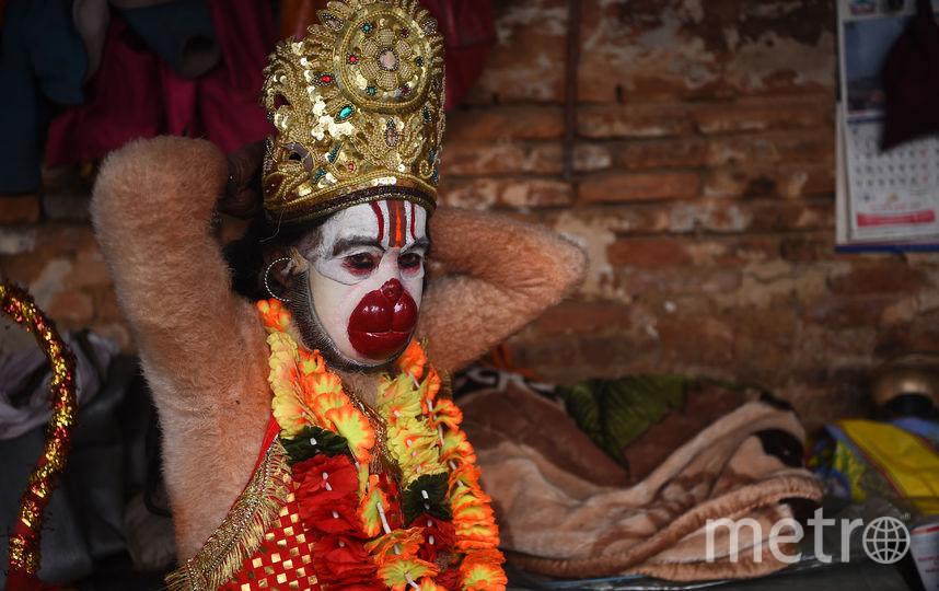 Праздник начинается с восходом солнца в день Шиваратри и продолжается всю ночь напролет в храмах и у домашних алтарей. Фото AFP