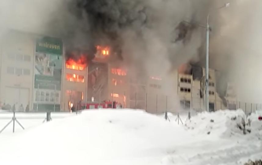Страшный пожар на складе в подмосковных Химках попал на видео.