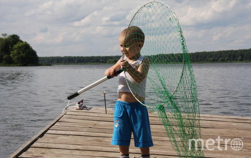 Это наш внук Женя. Он вооружён, но не очень опасен. Фотографировал дедушка Борисов Виктор. Фото Борисов Виктор