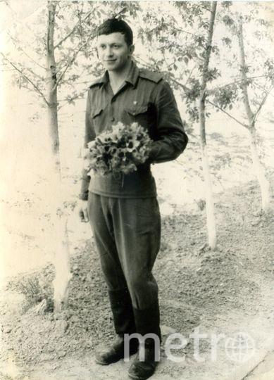 Служил срочную службу на Байконуре в 1963-1966 гг. Это в майской степи я насобирал тюльпаны, но старшина строго на строго сказал, чтоб в казарму не заносил. Нечего там мусорить. А моя любимая была далеко от меня и я их до неё не донёс. Фото Ельчанинов Анатолий